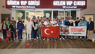 Avrupa Badminton Şampiyonası'ndan madalya ile döndüler